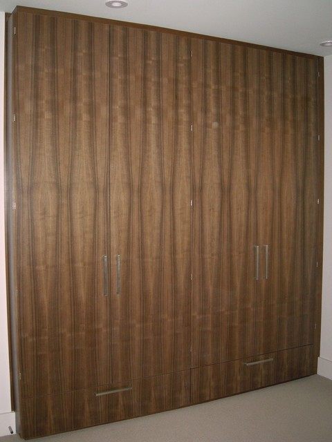 MacPherson contemporary-closet