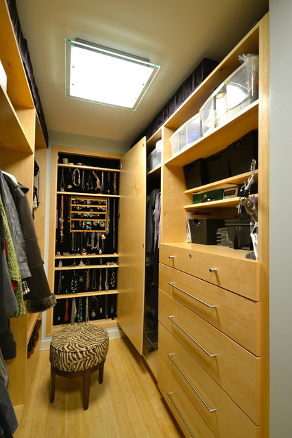 Mallard Lake Master Suite contemporary-closet