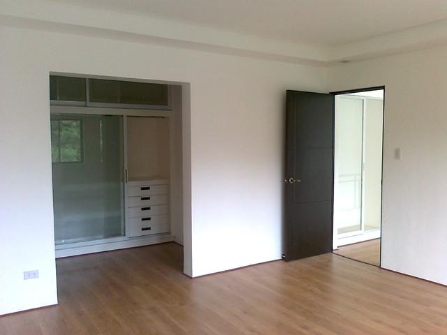 Manila Yango modern-closet