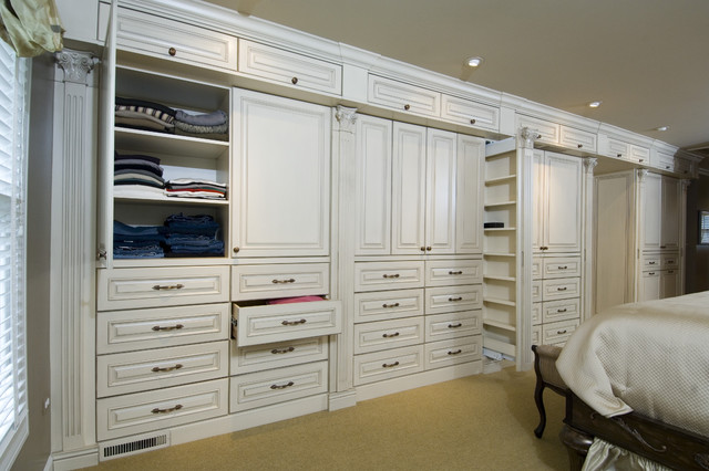 Master bedroom cabinetry traditional closet chicago by bh woodworking Wardrobe in master bedroom