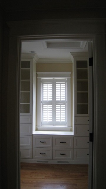 Master walk in suite traditional-closet