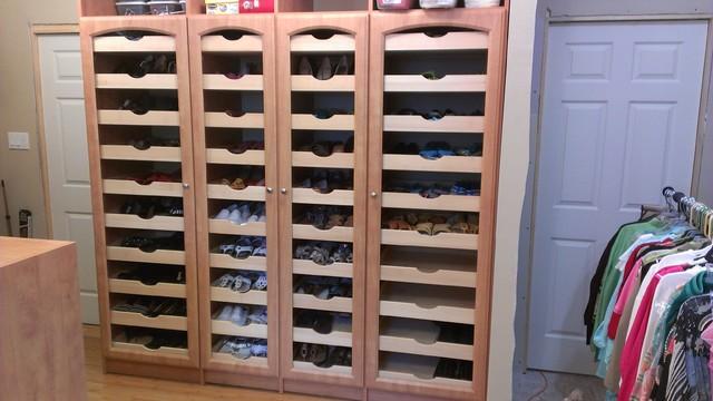 High Quality Mega Shoe Storage Traditional Closet