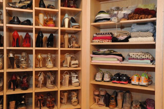 Miscellaneous traditional-closet