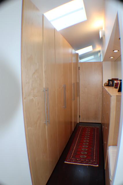 modern bathroom modern-closet