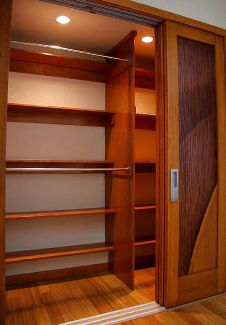 MODERN BATHROOM contemporary-closet