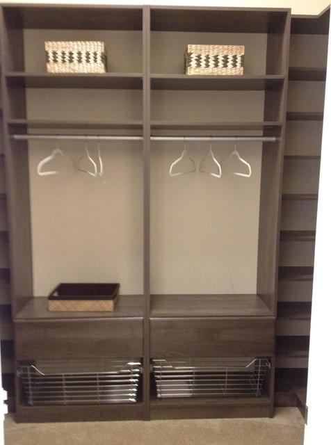 Etonnant Example Of A Minimalist Closet Design In Miami