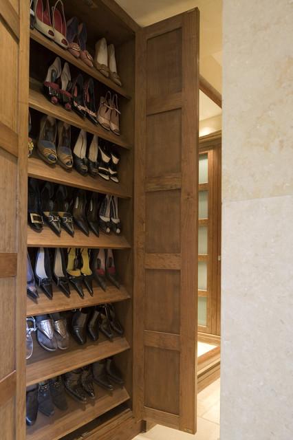 Mount House contemporary-closet