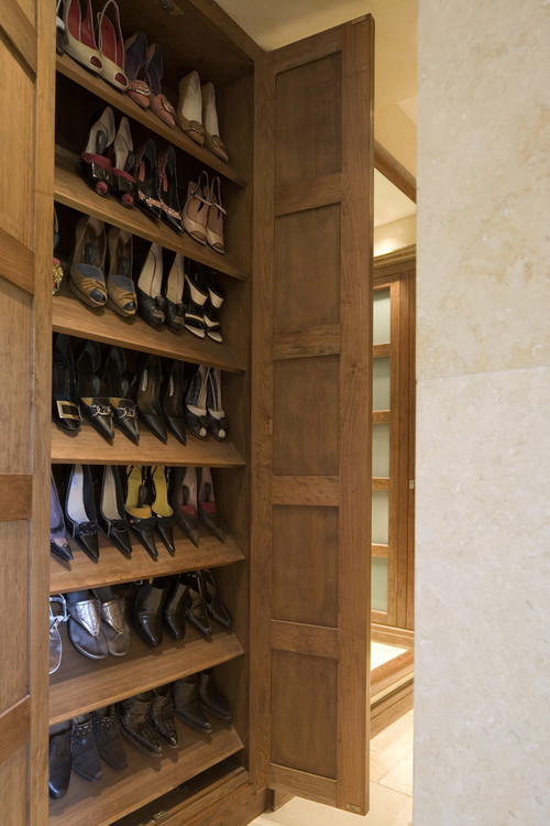 Mount House contemporary closet