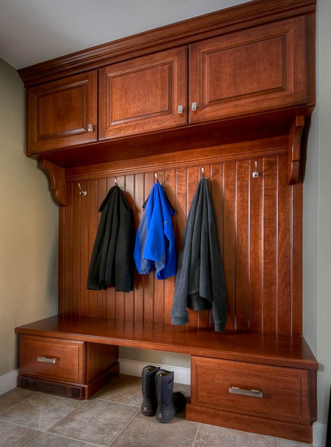 Mudrooms traditional-closet