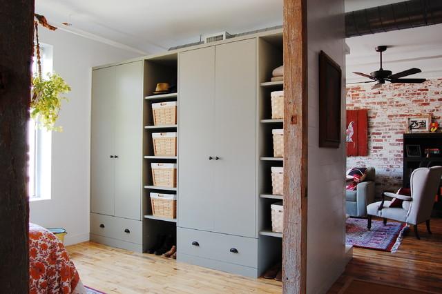 My Houzz: Textiles Charm An Open Brooklyn Loft Industrial Closet