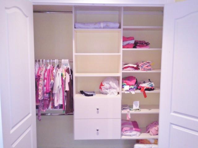 Cabina Armadio New York : Nursery closet system moderno armadio new york