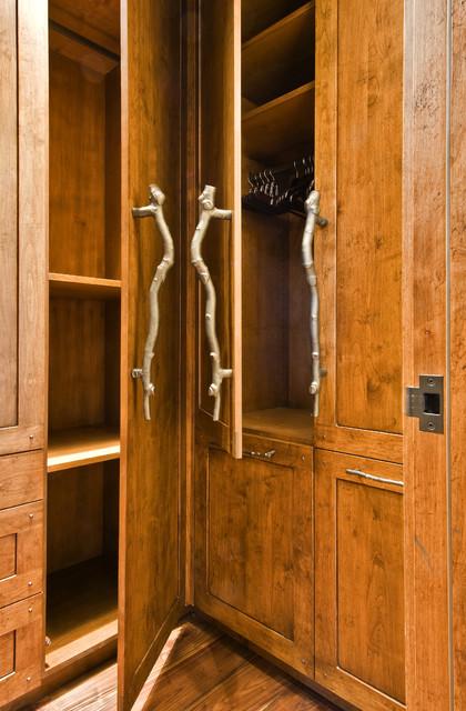 OKANAGAN LOG HOME rustic-closet