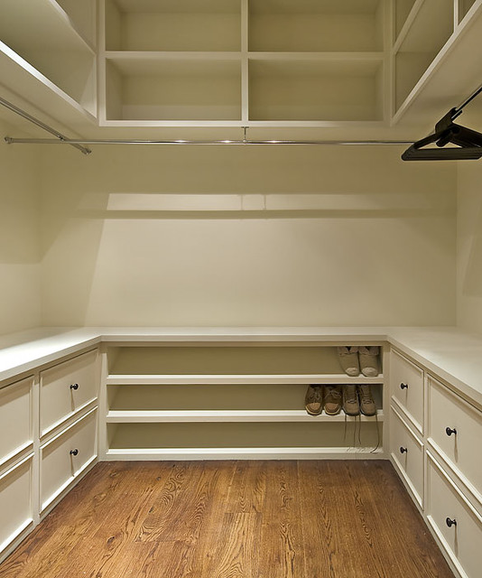 Old World Lakehouse traditional-closet