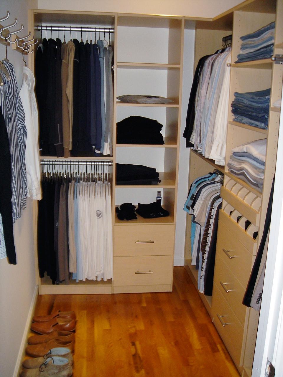 Organized Men's dressing room
