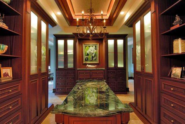 Paiko Lagoon Oasis Tropical Closet Hawaii By Archipelago Hawaii Luxury Home Designs