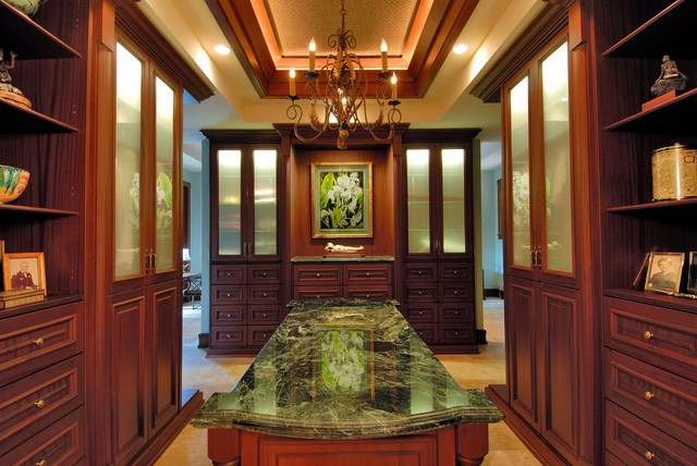 Paiko lagoon oasis tropical closet hawaii by for Archipelago hawaii luxury home designs