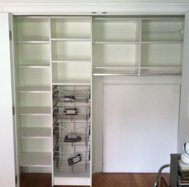 Reach In Closets Traditional Closet