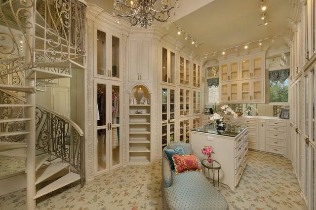 Richmond Estate mediterranean-closet
