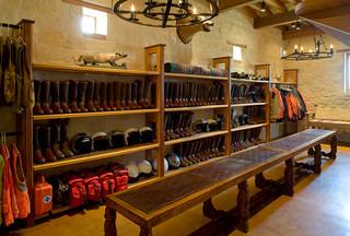 rustic hacienda style texas ranch sud ouest am ricain armoire et dressing houston par. Black Bedroom Furniture Sets. Home Design Ideas