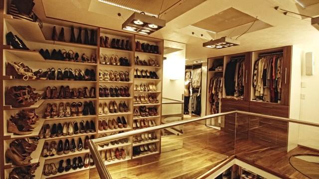 Shoerack walk in closet contemporary closet mexico for Closets de vanguardia
