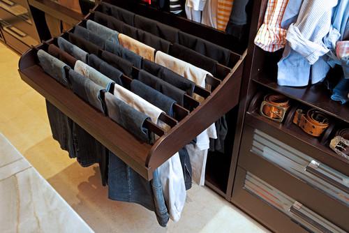 Одежда будет в отличном состоянии.  Вот замечательная идея выдвижных держателей.