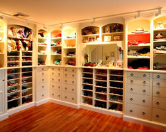 The Guests are Coming - It's time to Organize traditional-closet