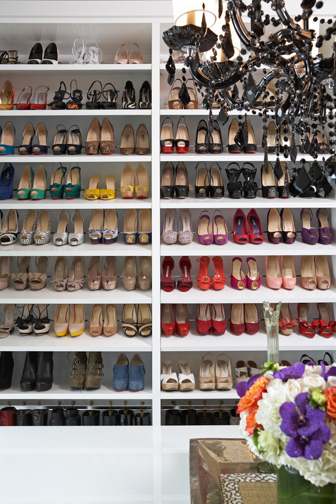 Example of a trendy closet design in Los Angeles