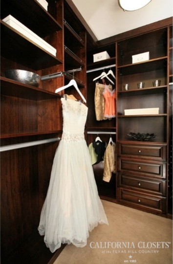 The Valet Rod Traditional Closet