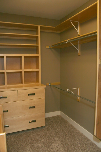The Woodland Bungalow traditional-closet