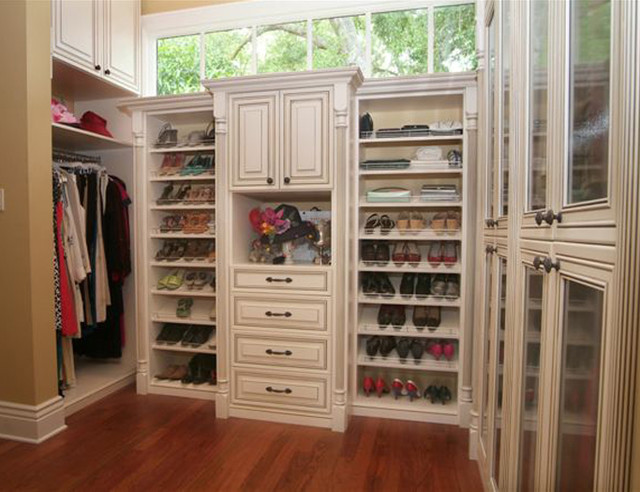 Cabibetscapes traditional closet