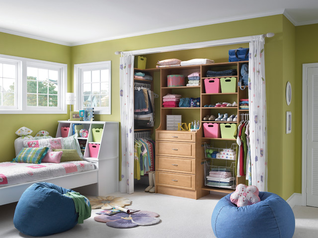 Adorable closet for little ones traditional-closet