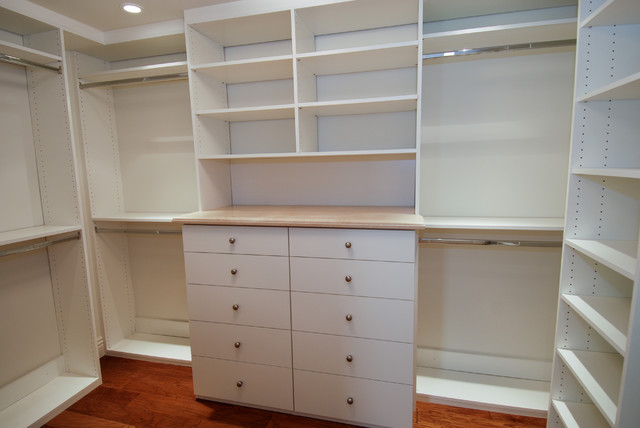 Example Of A Classic Closet Design In Los Angeles