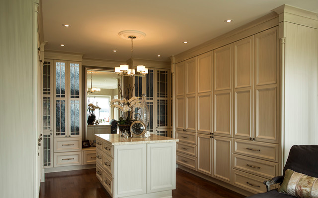 Traditional Master Ensuite Closet Ottawa