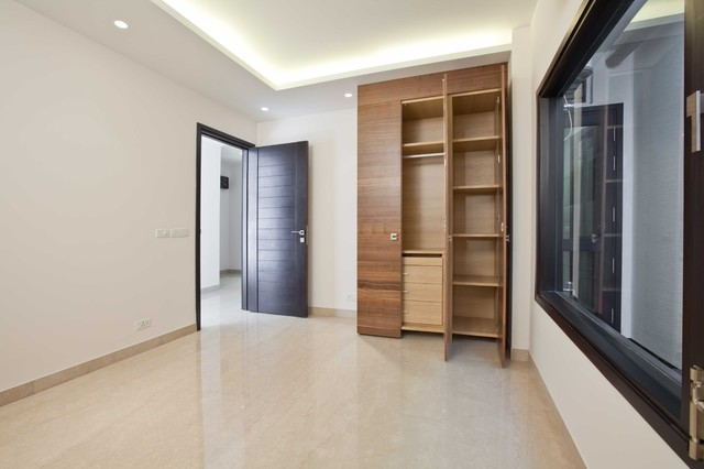 Ultra Modern Appartments in GK2, New Delhi modern-closet