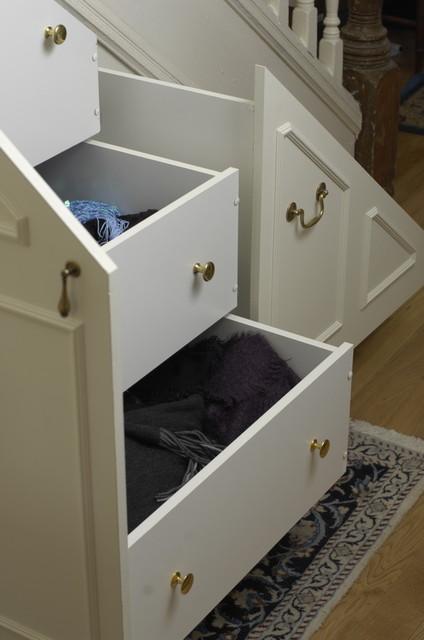Under-stair storage traditional-closet