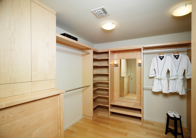 Minimalist Walk In Closet Photo In Los Angeles