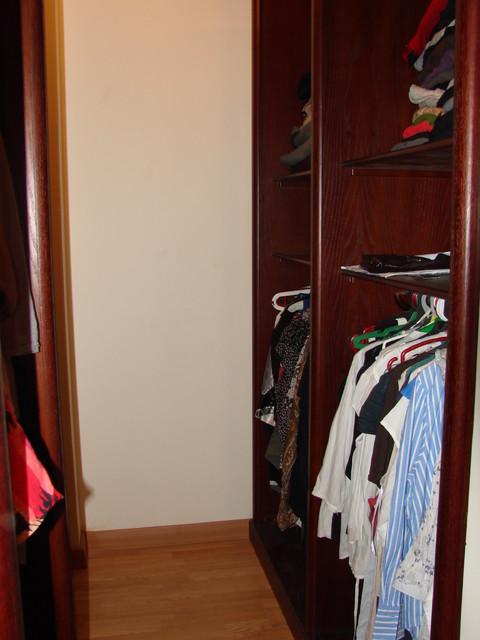 Villa Husam Shaban traditional-closet