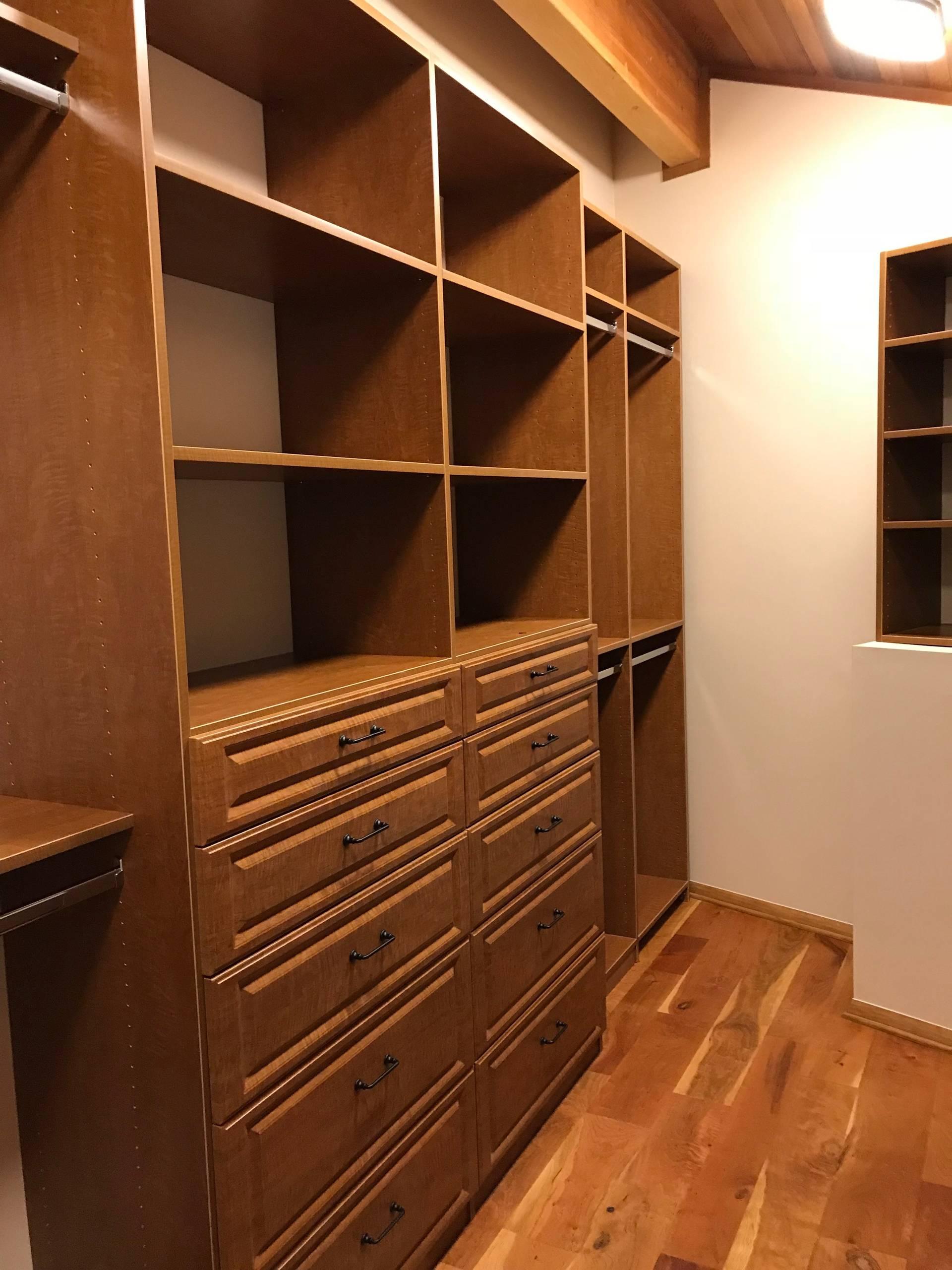 Walk-in closet in Nina Maple