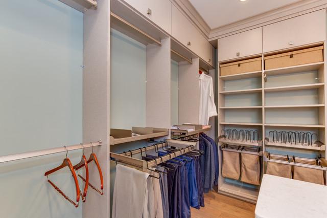Walk in closet organizers closet los angeles by for Closet design los angeles