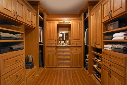 What Is The Size Of This Master Closet And What Is The