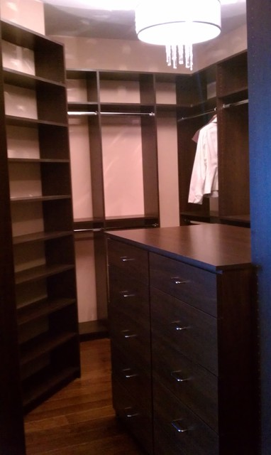 Walk In Closet With Drawer Island Contemporary Closet