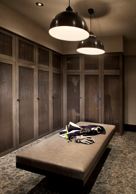 Yellowstone Club II contemporary-closet