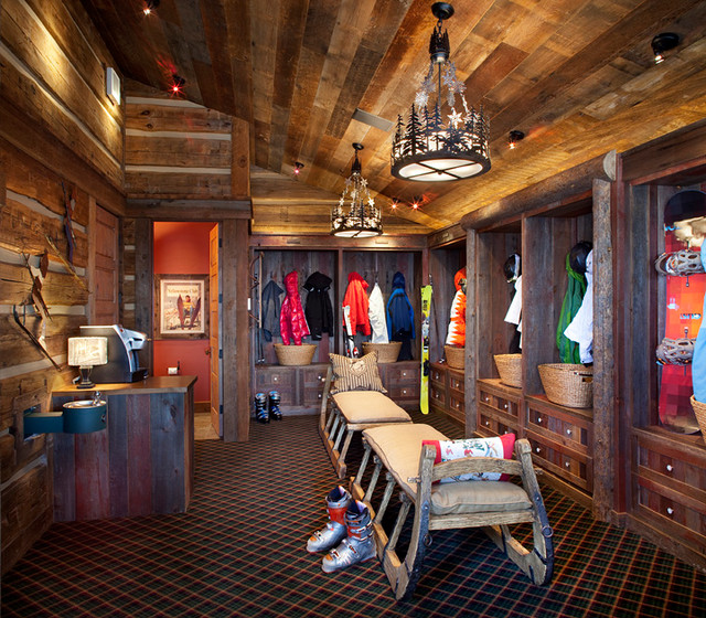 Yellowstone Club Residence traditional-closet