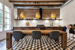 Trend Report: Black-and-White Tile Favors the Bold
