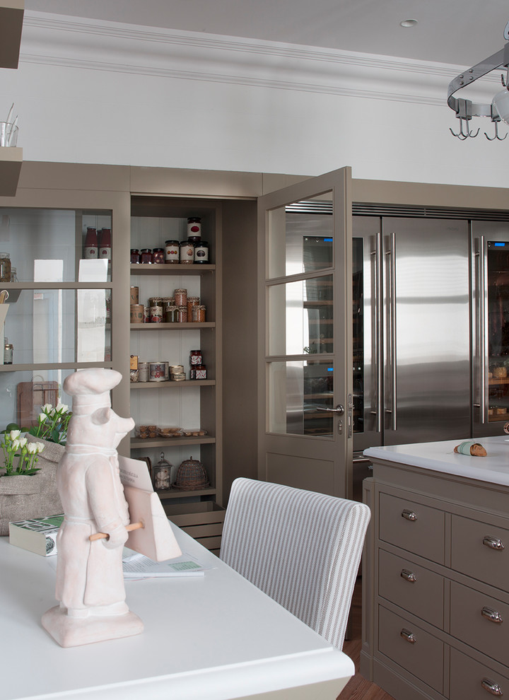 Eat-in kitchen - transitional light wood floor and brown floor eat-in kitchen idea in Barcelona with an integrated sink, beige cabinets, quartz countertops, white backsplash, ceramic backsplash, stainless steel appliances and an island