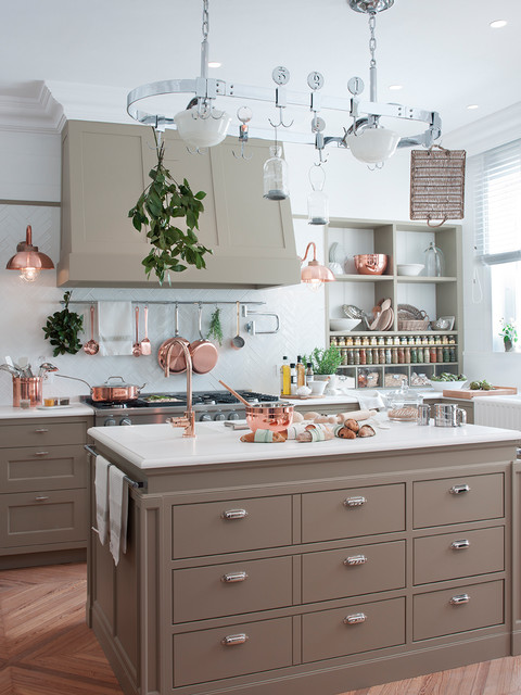 Large transitional light wood floor and brown floor eat-in kitchen photo in Barcelona with an integrated sink, beige cabinets, quartz countertops, white backsplash, ceramic backsplash, stainless steel appliances, an island, flat-panel cabinets and white countertops