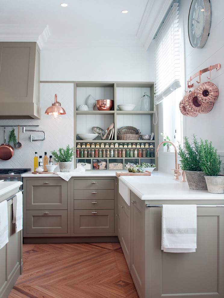 Inspiration for a transitional light wood floor and brown floor eat-in kitchen remodel in Barcelona with an integrated sink, beige cabinets, quartz countertops, white backsplash, ceramic backsplash, stainless steel appliances and an island