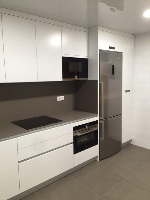 Cocina blanca con dekton - Instaladores de cocinas ...