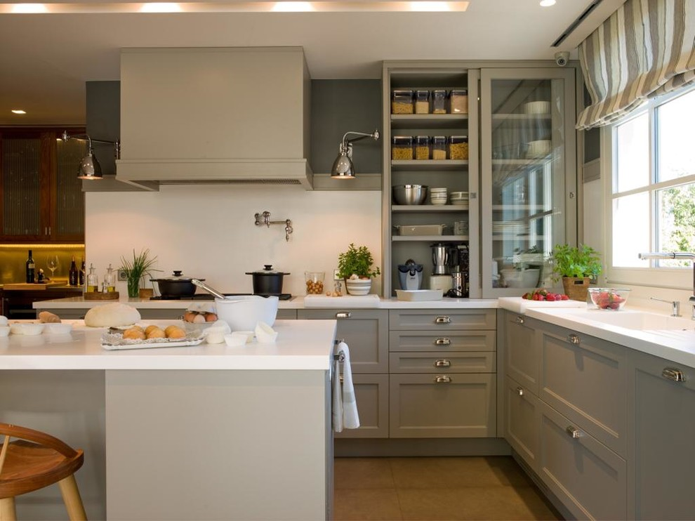 Inspiration for a transitional kitchen remodel in Barcelona