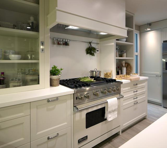 Cocina moderna con despensa y lavadero - Cocinas elegantes y modernas ...